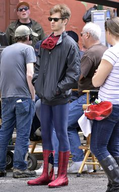 Get ready folks! Spider-Man is BACK! Check out Andrew Garfield, in classy shades, on set of the next film sporting his skin-tight spider costume! Andrew Garfield Body, Andrew Garfield Spiderman, Amazing Spider Man Costume, Spider Costume, Tom Holland, Bug Boy, Superhero Suits, Spider Man 2, Next Film