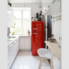 something about this refrigerator made me smile. )