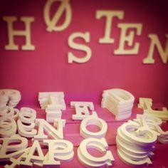 Letras de madera en Hosten