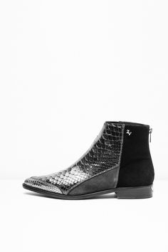 Zadig & Voltaire's Mods Defile Boots for woman, leather. Available in carbon