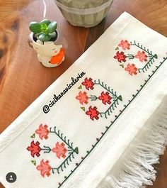 Cross Stitch Borders, Ideas Para, Diy And Crafts, Armin, Modern, Bath Linens, Cross Stitch Embroidery, Punto De Cruz, Embroidery