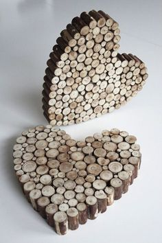 Pin by Tove Sørlie on bordpynt Rustic Wood Crafts, Twig Crafts, Wood Slice Crafts, Upcycled Crafts, Decor Crafts, Crafts To Make, Quilled Creations, Wood Creations, Mirror Crafts