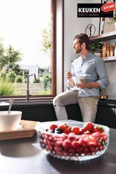De zwarte keuken is anno 2021 heel populair. Begrijpelijk want zwart is chique, stoer, maar ook modern en industrieel! Kies voor een volledig zwarte keuken, inclusief keukenblad, of maak een mooie combi met bv. hout. Keuze te over! #zwartekeuken #industrielekeuken #modernekeuken #2021 #exlusievekeuken #keuken #keukeninspiratie #luxekeuken #populairekeuken #interieurinspiratie #wooninspiratie #stijlvollekeuken #stoerekeuken #keukenstore Style, Swag, Outfits
