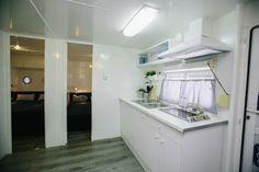 Mobil Home de alquiler, con vistas al mar, en el camping situado en la Costa Dorada. Camping, Sea, Navy, Home Decor, Ocean Views, Campsite, Hale Navy, Decoration Home, Room Decor