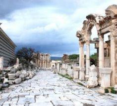 Efes Antik Kenti Die Antike Stadt Ephesos (Efes): Der Altgriechischen Stadt Ephesos ist 70 Kilometer entfernt von İzmir und göhrt zu den Höhepunkten einer Türkeireise. İn römischer Zeit wurde Ephesos zu Hauptstadt der Provinz Asia mit 200.000 Einwohnern.