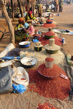Central African Republic - Bakongo peanuts market by luca. Paises Da Africa, Out Of Africa, East Africa, African Market, Kenya, African Culture, African Safari, Africa Travel, Republic Of The Congo