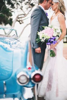 Love how these #wedding #flowers complement the blue car! See the entire real wedding at www.modernwedding.com.au // Photography by Ben Yew