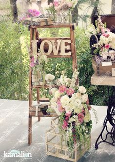 www.kamalion.com.mx - Decoración / Escalera / Wood ladder / Madera / LOVE / Jaula / Vintage / Pink / Rosa / Botellas / Flores.
