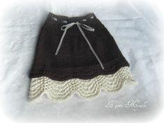 Skjørt str 2-4 år og ( 6-8 )år. Tallene i ( parentes) er til str 6-8 år. Du trenger: Garn som skal strikkes på p 4 50 (100) gr ... Crochet Crafts, Knit Crochet, Baby Barn, Black And White Skirt, Knit Skirt, Knitting For Kids, Rock, Boho Shorts, Free Pattern