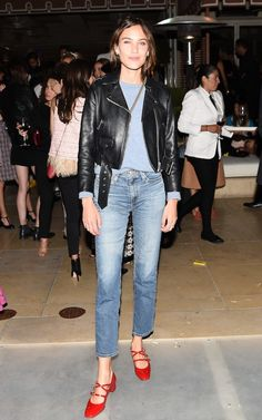 alexa chung style best outfits - Page 59 of 100 - Celebrity Style and Fashion Trends Look Fashion, Street Fashion, Autumn Fashion, Fashion Outfits, Tokyo Fashion, Fashion Black, Runway Fashion, Red Shoes Outfit, Outfits With Red Shoes