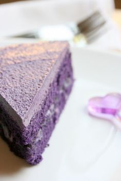 for the color Ube butter cream cake (also known as Taro cake) Ube (OO-beh) is a purple yam, a tuber used in Filipino rice cakes and desserts. Obviously, its color tends to turn food it's mixed in with, a shade of purple. Purple Yam, Purple Food, Filipino Desserts, Asian Desserts, Purple Desserts, Filipino Food, Taro Cake, Purple Cakes, Rice Cakes