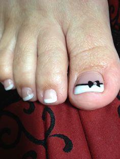 Acrylic toenails with nail art