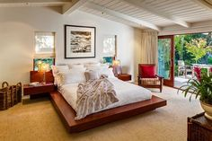 Butterfly Beach Villa: 50s Ranch Style Home Goes Midcentury Modern with Flair
