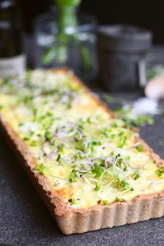 Hartige quiche met feta en mango,. Zelf maken? Ontdek het recept op Beaufood.nl  Gezonde quiche, Glutenvrije quiche, Beaufood recepten, Gezonde lunch recepten, Glutenvrije Paasrecepten, Glutenvrije quiche bodem, Glutenvrije taartbodem.  #lunch #lunchideas #lunchrecipes #healthylunch #quiche #quicherecept #gezondequiche New Recipes, Vegetarian Recipes, Favorite Recipes, Healthy Recipes, Vegan Quiche, Savory Tart, High Tea, Love Food, Easy Meals