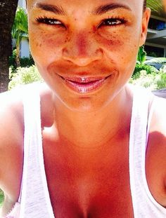 neferbadmon:  Nia Long & her beautiful freckles..