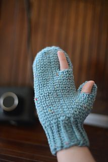 Crochet Mitten that looks like knit! More comments on pattern at…
