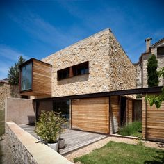 La Revilla House by Estudio Mariano Martin (La Revilla, Segovia, Spain) Residential Architecture, Amazing Architecture, Contemporary Architecture, Interior Architecture, Design Exterior, Modern Exterior, Renovation Facade, Building Design, Building A House