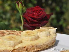 Tort de post fara coacere, cu crema de vanilie si banane