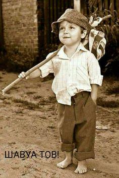 Sepia - little boy on a mission Cute Toddlers, Cute Kids, Cute Babies, Precious Children, Beautiful Children, Kind Photo, Summer Kids, Vintage Photographs, Vintage Children