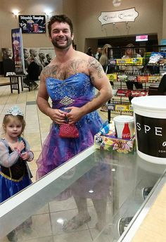 Earlier this week, this photo of Michigan actor Jesse Nagy out to the movies with his niece Izzy popped up on Reddit. | This Little Girl Was Embarrassed To Wear A Princess Dress To The Movies, Her Uncle Didn't Like that - BuzzFeed News