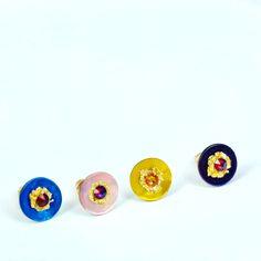 boucle d'oreille puces en nacre 4couleur avec strass swarovski /Appliqué feuille d'or/support Plaquage or sur laiton/fait à la main