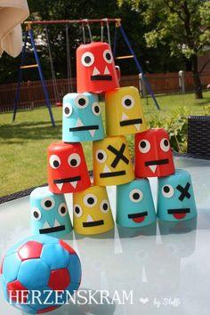Um die Spielekarten zu füllen hatten wir also verschiedene Spiele vorbereitet. Monsterdosenwerfen  Monsterkegeln  Monsterball  Monstersackhüpfen/Monsterstelzenlaufen  Monste…