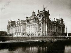 Berlin, Reichstagsgebäude (1884–94 erbaut von Paul Wallot). Süd– und Ostseite gegen die Spree. Foto, um 1900 (Lucien Levy).