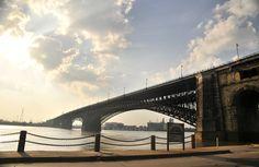 Eads bridge St. Louis Missouri....Photo by San Cho