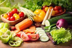 Vihannekset esille irtokarkkien tavoin - ruokakauppa myy vihanneksia valmiiksi pilkottuina