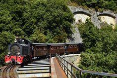 Легендарный поезд Moutzouris http://feedproxy.google.com/~r/russianathens/~3/kpeBq1_eIb0/19793-legendarnyj-poezd-moutzouris.html  Легендарный поезд Moutzouris был создан известным инженером Эрнесто де Кирико, отцом художника Джорджо де Кирико. Сегодня этот поезд— одна издостопримечательностей Греции, которая привлекает множество туристов.