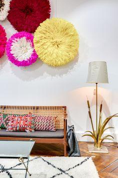©Selency : vintage sofa / colored juju hat / light / cushion / beni ouarain rug / living room