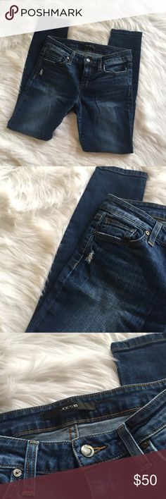 🆕 Joe's Jeans Skinny Ankle Denim Joe's Jeans Skinny Ankle Denim. Medium wash. Slightly distressed. Excellent, like new condition! **Smoke free home. Ask questions. Bundle to save both on shipping and total price. Serious and reasonable offers only. Not interested in trades. And please no modeling requests. Happy Poshing!!** Joe's Jeans Jeans Ankle & Cropped