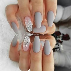 30 Cute Summer Nails Designs 2019 To Make You Look Cool And Stylish Shlack Nails Winter is the season in which we all enjoy a lot the fog, mist, snow. This is the best time of the year With Grey and White Nails Picture Credit Nails Today, My Nails, S And S Nails, Work Nails, Winter Wedding Nails, Blush Nails, Glitter Nails, Silver Glitter, Snow Nails