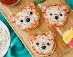 Sirve el almuerzo más lindo con las mini pizzas Winnie the Pooh - Sirve el almuerzo más lindo con las mini pizzas Winnie the Pooh La mejor imagen sobre diy crafts p - Cute Snacks, Cute Food, Good Food, Yummy Food, Kid Snacks, Fruit Snacks, Lunch Snacks, Comida Disney, Disney Food