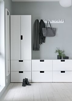 Idea for the hallway - Ikeas Stuva kids collection - Ikea DIY - The best IKEA hacks all in one place Decor Room, Diy Home Decor, Nordli Ikea, Wardrobe Solutions, Farmhouse Side Table, Diy Bathroom Remodel, New Homes, House Design, Interior Design