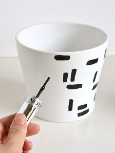 DIY dashed plant pot