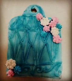 Galleta de jaula matizada en royal icing