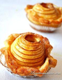 Panier feuilleté de pommes au four - Un rouleau de pâte feuilletée 4 pommes golden Du beurre fondu Du sucre et de la cannelle
