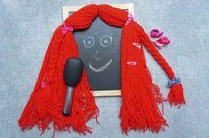 Stara deska, włóczka wełny, szczotka i spinki. Zabawa we fryzjera, czesanie i zaplatanie warkoczy. #rękodzieło #zabawka #zabawki #dziecko #nauka #czesanie #fryzury #fryzjer #włosy #wełna #włóczka #diy #handmade #mynio #fridiy Tassel Necklace, Tassels, Handmade, Hand Made, Tassel, Fringes, Handarbeit