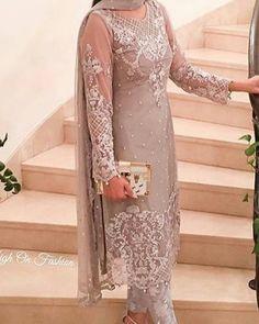 #makeup #longshirt #lehenga #pakistan #indian #onlineorder #ordernow #perfectwedding #whatiworetoday #desibeautyblog #dressyourface #lookamillion #hudabeauty #asianbridesblog #outfitoftheday #hijabfashion #usa #formalwear #farazmanan #sairashakira #sairarizwan #hassanhsy