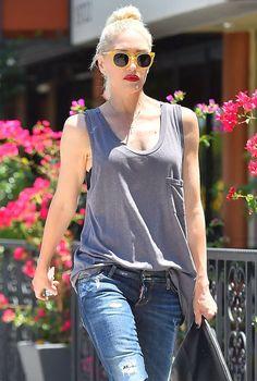 gwen-stefani-street-style-basic-red-lipstick