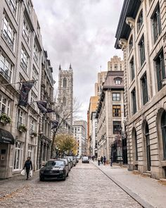 What to Do in Old Montreal: A Weekend Travel Guide - Erin Elizabeth - Reise Old Montreal, Montreal Travel, Montreal Quebec, Monteverde, Auckland, Montreal Things To Do, Big Ben, Places To Travel, Places To Visit