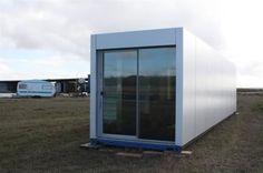 Desde Australia llegan también ideas para reutilizar los contenedores de carga, la empresa de Arquitectos Fulton + Salomon ha creado un modelo de negocio ...
