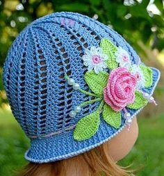 http://www.crochecomreceita.com/2014/06/chapeu-em-croche-para-as-meninas.html?spref=tw