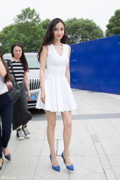 Angela Baby trẻ trung với váy trắng tại sự kiện 2