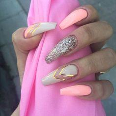 Poderá usar: Cores de gel Néon Pastel Ligth Coral, Glitter Gold e So Vanilha. Nail Art: Gel Trifásico Strong Milk e Striping Tape Gold ! www.biucosmetics.pt: