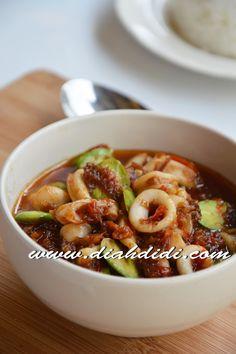 Diah Didi's Kitchen: Balado Cumi & Petai Unique Recipes, Asian Recipes, Healthy Recipes, Ethnic Recipes, Seafood Diet, Fish And Seafood, Diah Didi Kitchen, Indonesian Cuisine, Indonesian Recipes