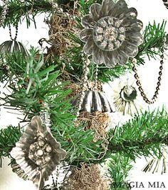 Tart Tin Ornament Tree ........