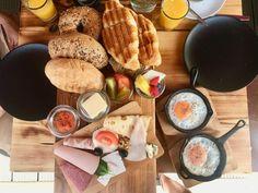 Frühstück für Zwei im Café Buur im Belgischen Viertel Cafe Restaurant, Food And Drink, Cheese, Cologne, Travelling, Anna, Golf, Fine Dining, Best Scrambled Eggs