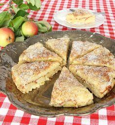 Äppel-kanelbullekaka Apple Recipes, Sweet Recipes, Baking Recipes, Cake Recipes, Dessert Recipes, Desserts, Apple Cinnamon Cake, Scandinavian Food, Danish Food